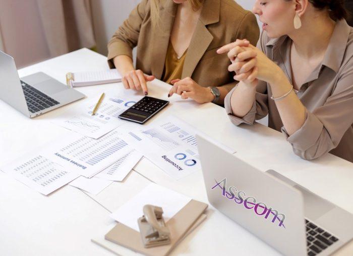 comptable externalise marseille 700x507 - Cabinet social externalisé pour la gestion de vos bulletins de paie à Marseille